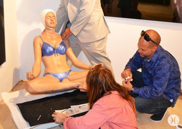 Carol Feuerman doing an hyper-realistic oil painted resin sculpture