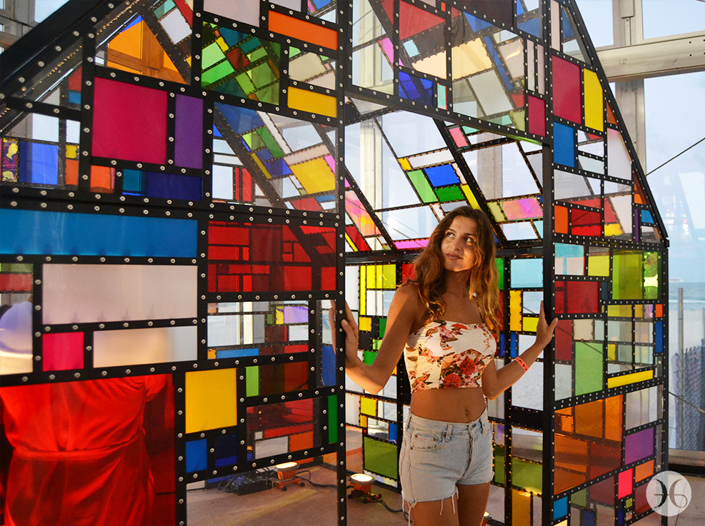 "Tom Fruin's ""MAXIKIOSCO"""