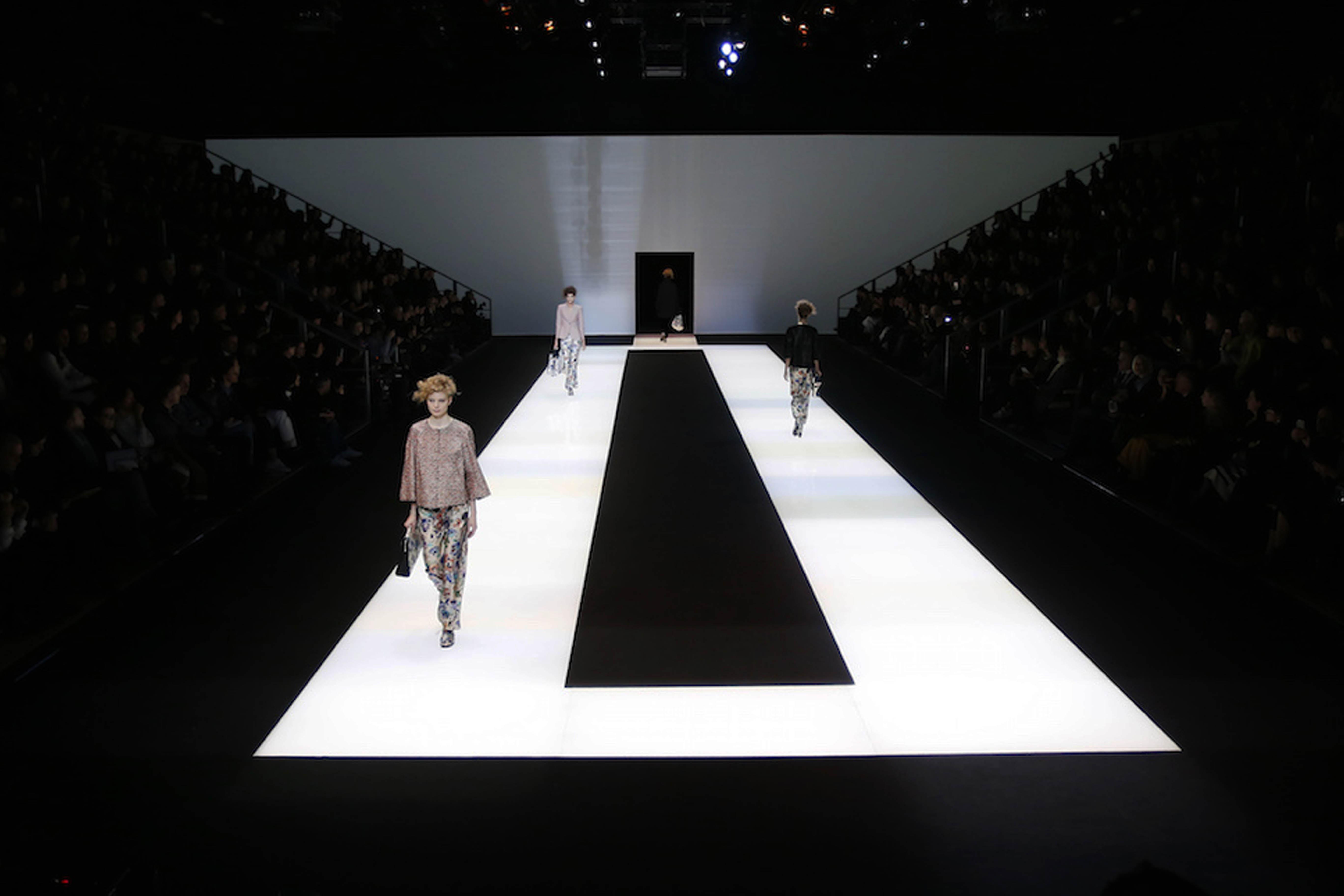 Minimalist b&w catwalk for Giorgio Armani