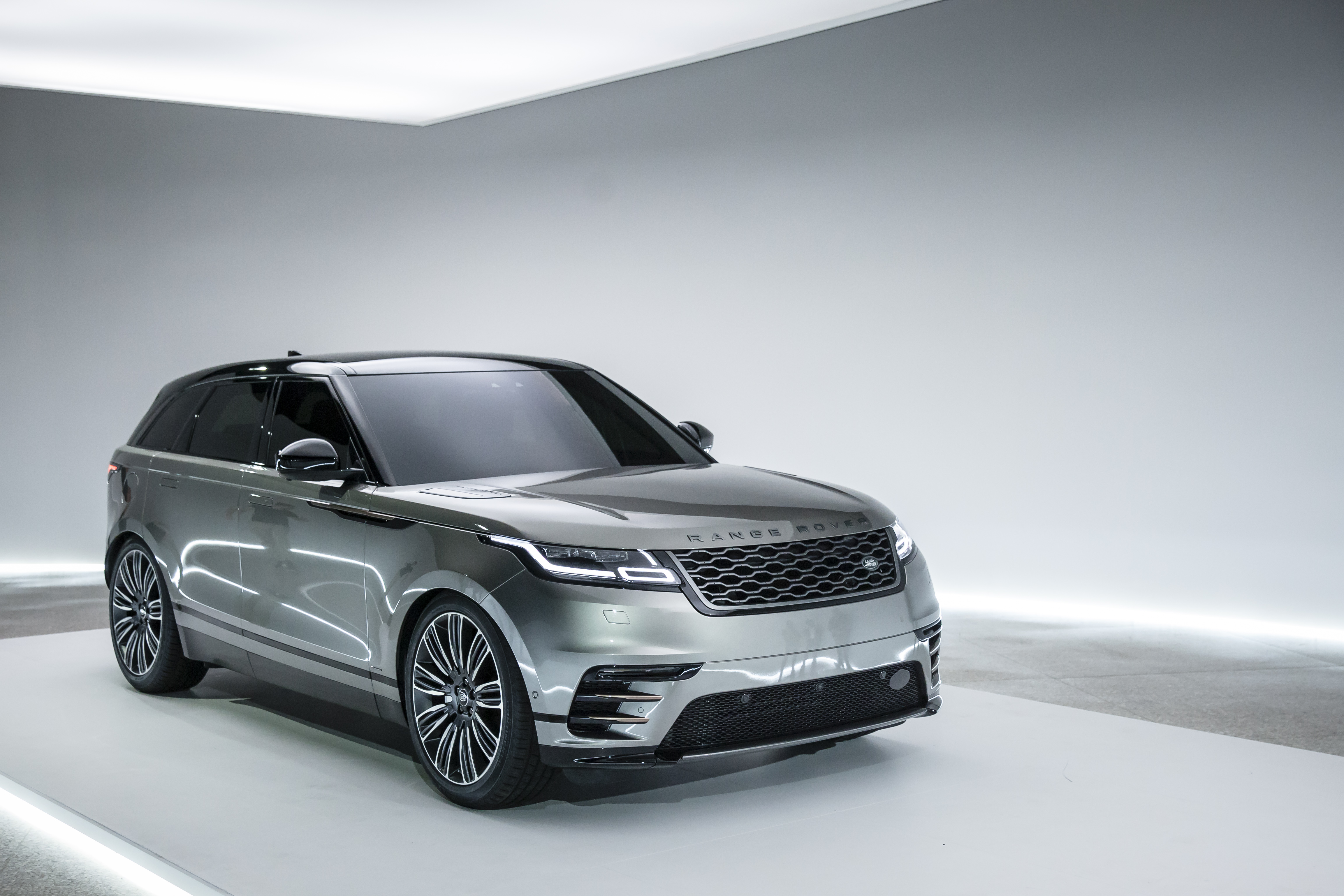 range rover velar designbygemini. Black Bedroom Furniture Sets. Home Design Ideas